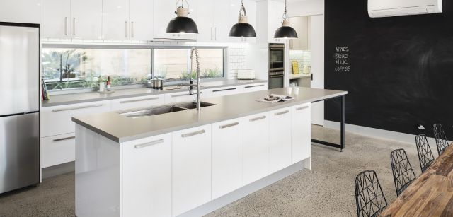 Light & Industrial – Vinyl Gloss & Caesarstone Sleek Concrete